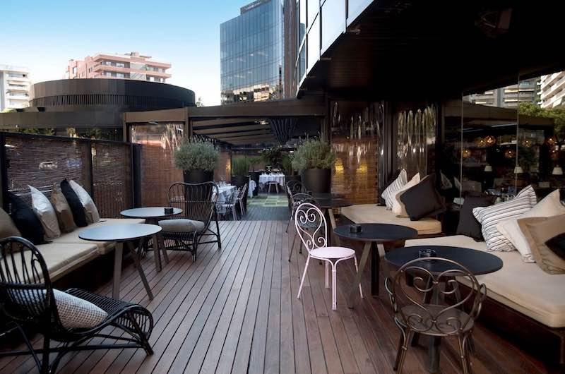 © Bimba's restaurante. Imagen de la apetecible terraza que se presenta como uno de los lugares de moda de Barcelona.