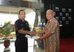 Penyerahan Berita Acara Serah Terima (BAST) dari Kepala KPPBC TMP Tanjung Emas kepada Plt. Kepala KPPBC TMP A Semarang