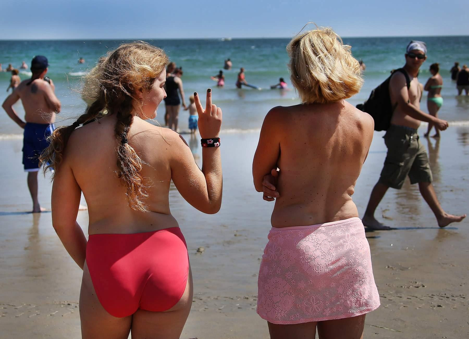 beach girls topless