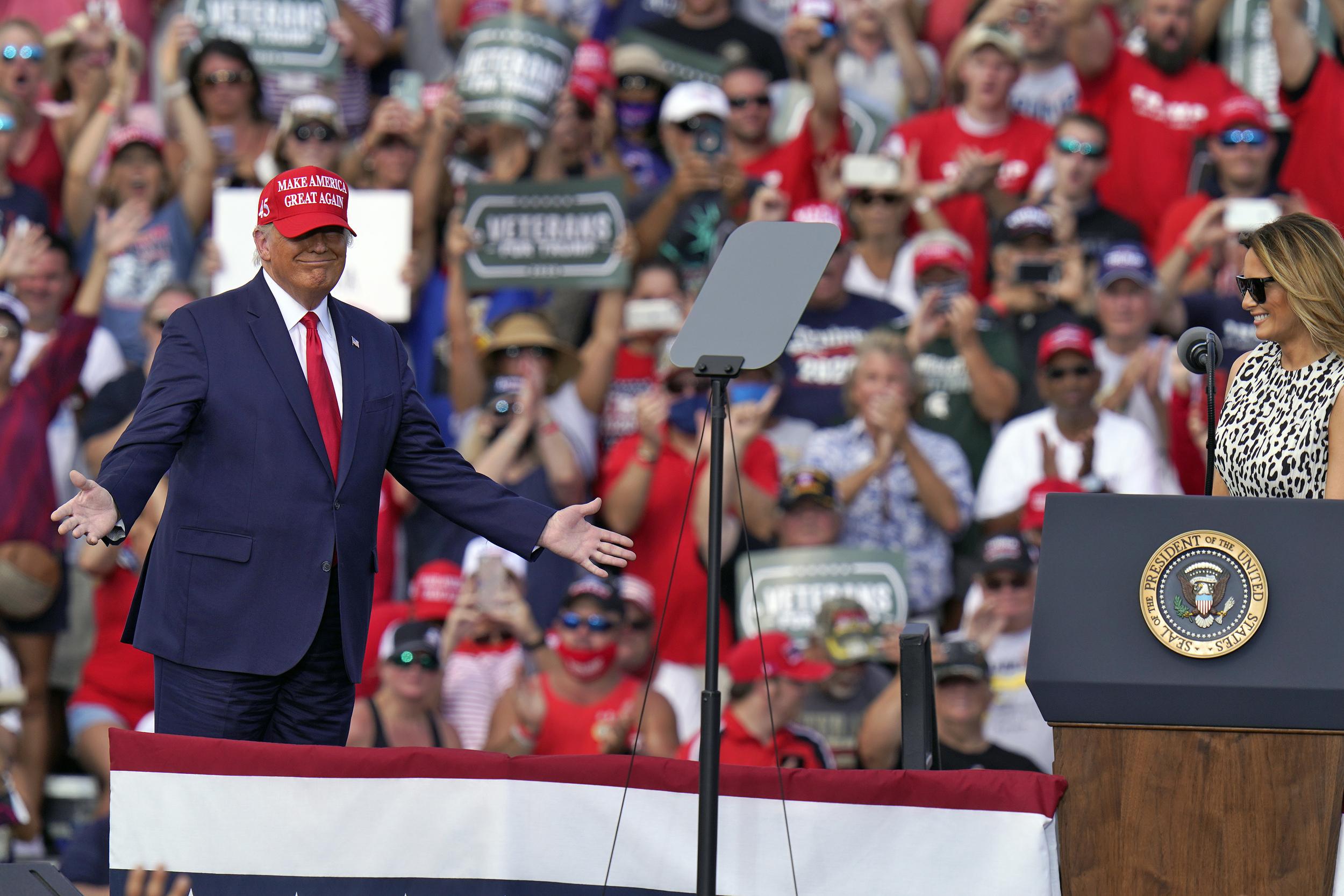 As virus surges, Trump rallies keep packing in...