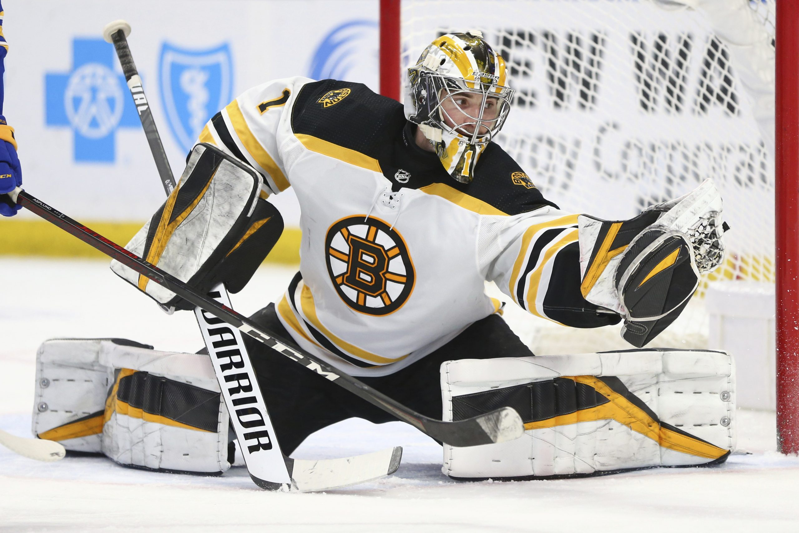 Jeremy Swayman makes 29 saves as Bruins beat Sabres again