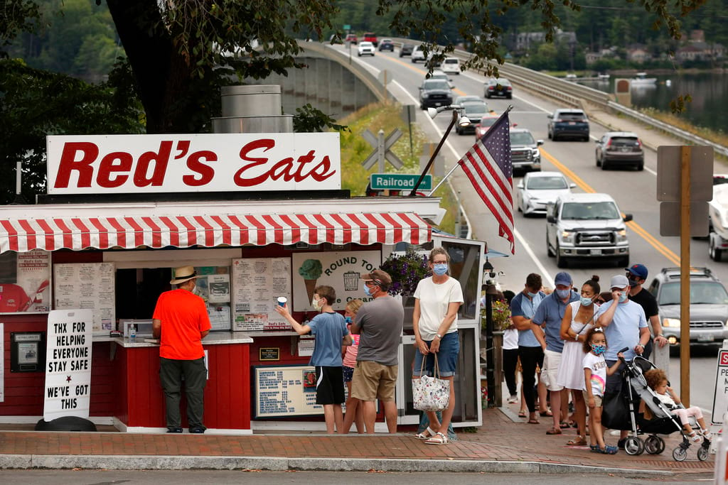 Iconic coastal Maine seafood shack reopens without lobster rolls amid crustacean shortage