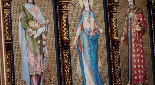 Az utolsó simításokat végzik a Budavári Palota Szent István-termén