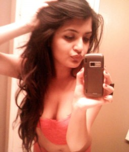 Cute-Indian-College-Girl-Cleavage-Selfshot-Pics-5-600x707