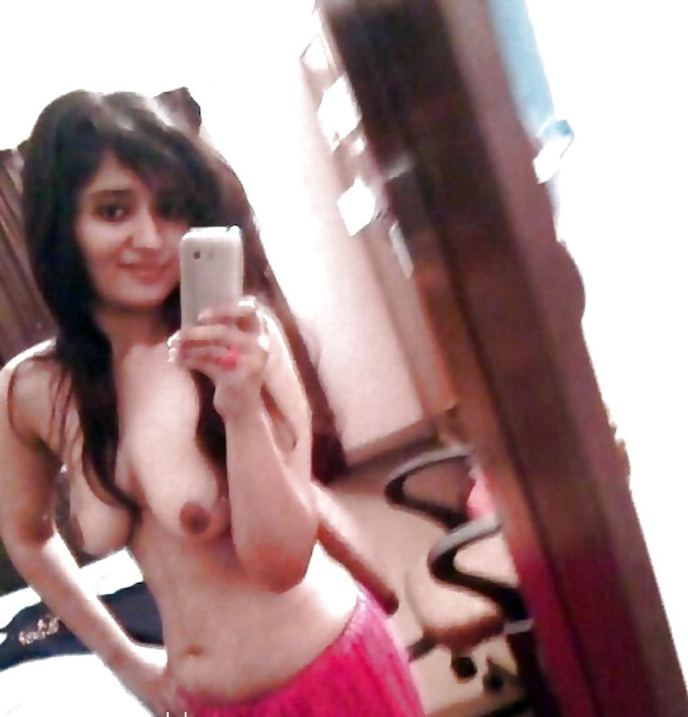 Beautiful Desi Indian College Girls Topless Photos Bangla -1071