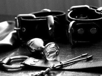 Les accessoires  : kit de survie en milieu BDSM
