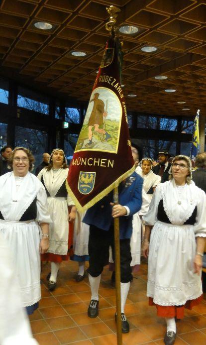 17-12-02- Fahnenabordnung Rübezahls Zwerge - dahinter verdeckt RTG München - DSC01140