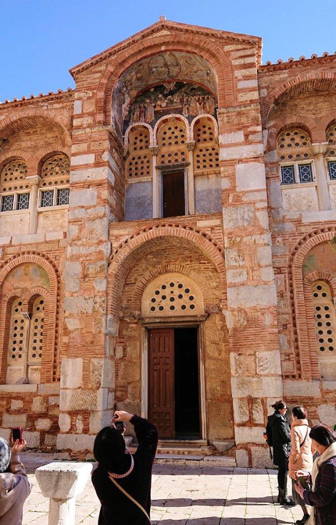 オシオス・ルカス修道院の入口にて4