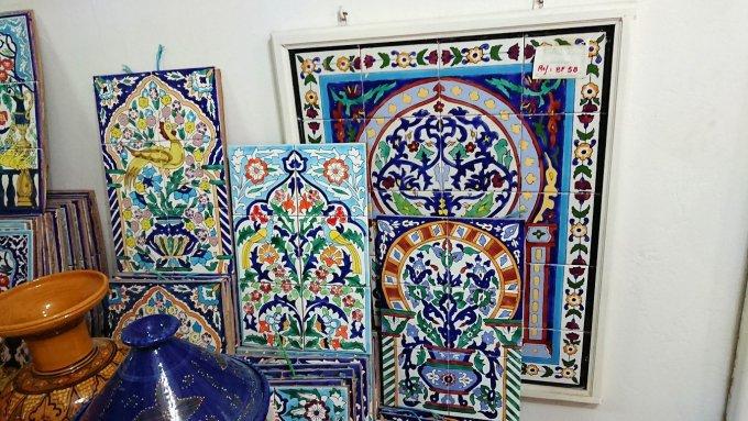チュニジア:ナブールの街の陶器屋さんの店内を散策3