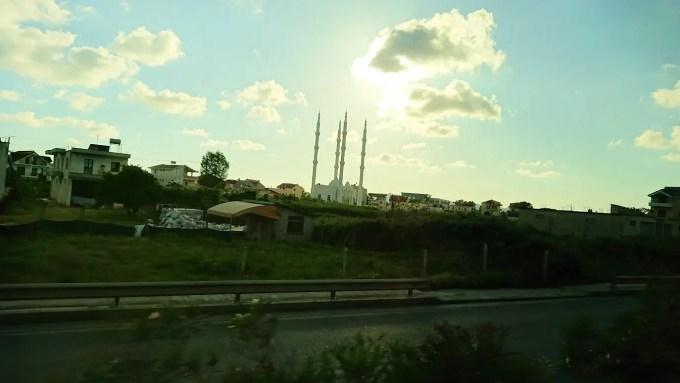 アルバニアで世界遺産のベラトからティラナへバスで移動1