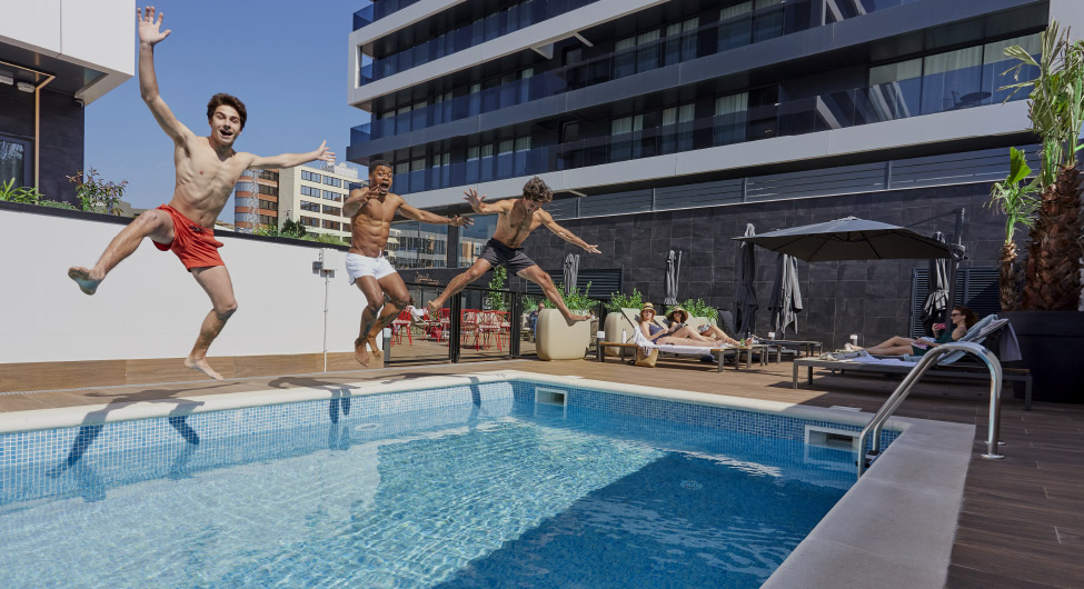 Swimming pool Rental apartments BeCorp in Sant Just Desvern