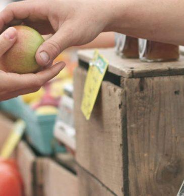Compras de proximidad en el Mercado de Sant Martí