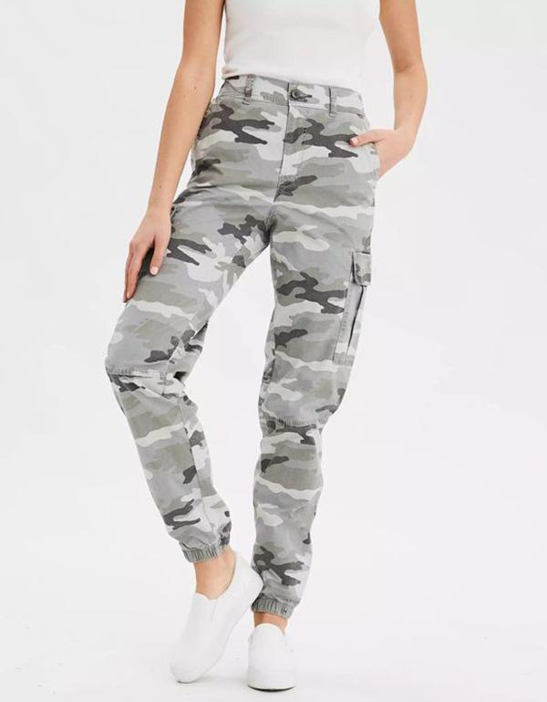 A model wearing gray camo cargo pants.