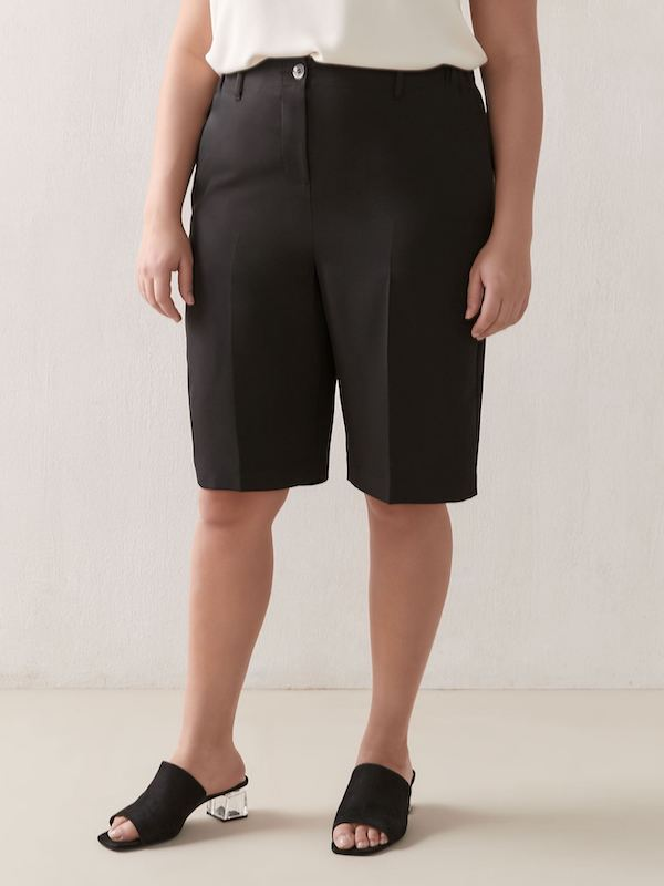 black pleated bermuda shorts