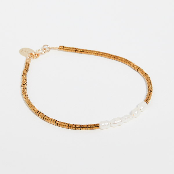 Gold bracelet with pearl detailing.