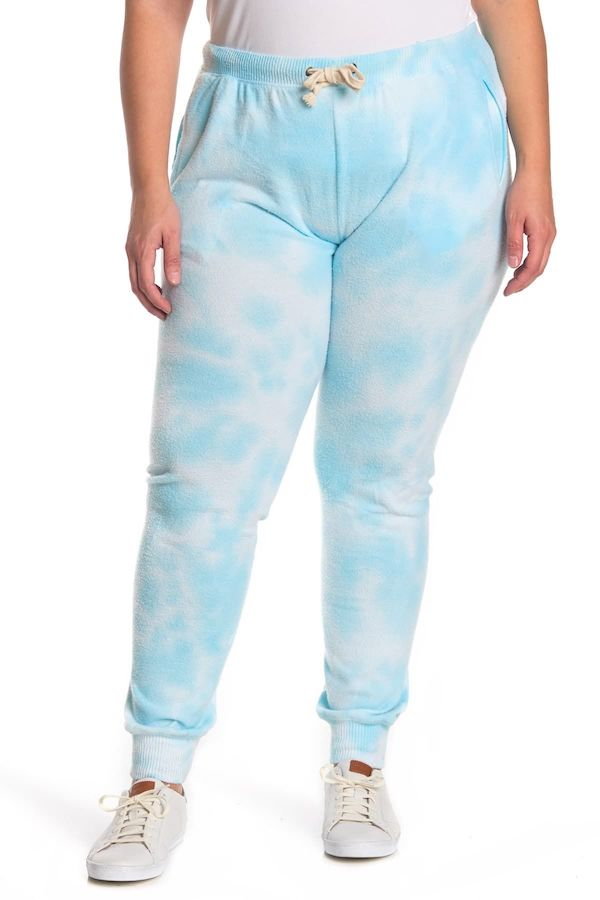 A plus-size model from Nordstrom Rack wearing blue tie-dye sweatpants.