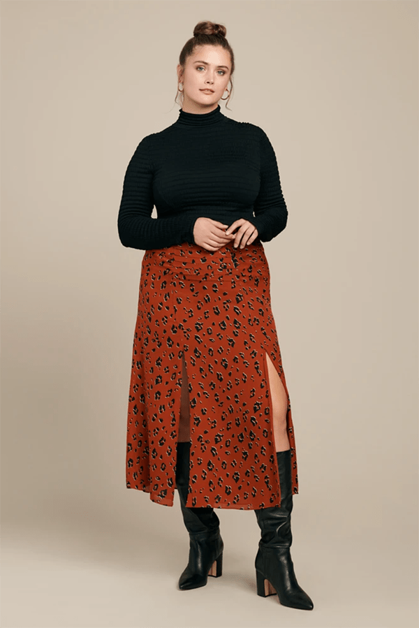 A plus-size model wearing a printed skirt, which is currently marked down at 11 Honore's 2020 Black Friday sale.