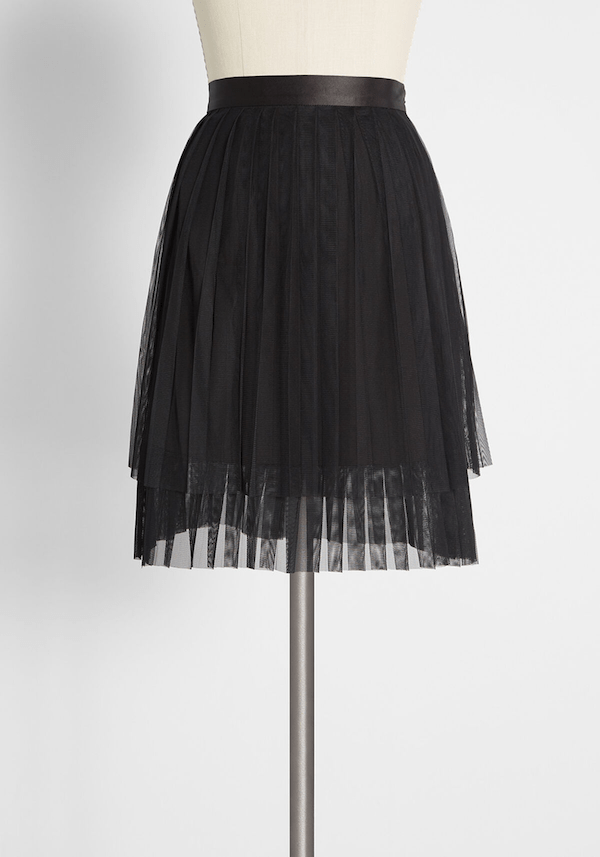 A model wearing a plus-size black tulle skirt.