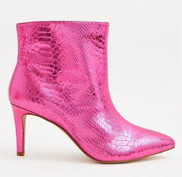 Wide-fit ankle boots in pink.