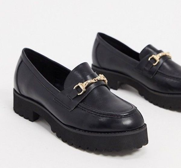 Wide-fit loafers in black.