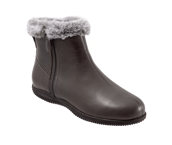 Wide-fit snow boots in dark gray.