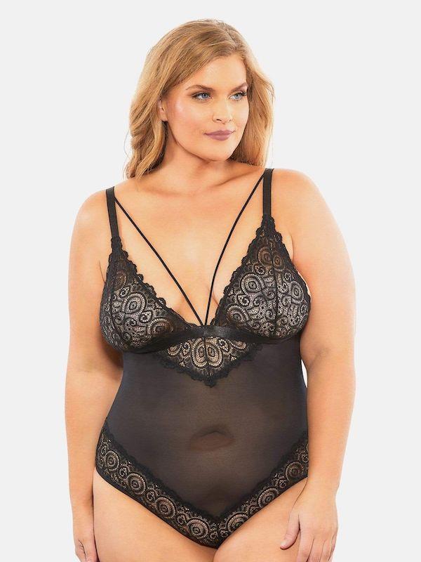 A model wearing plus-size black lingerie.