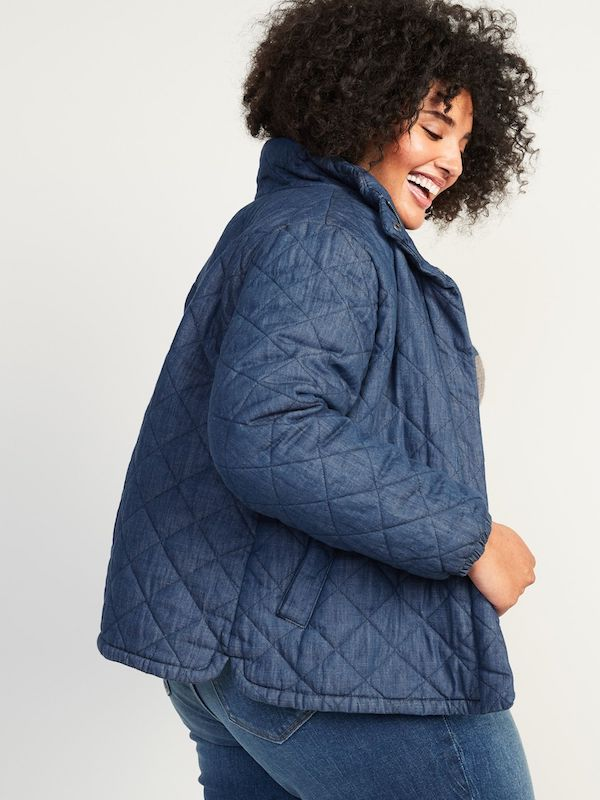 A model wearing a plus-size quilted jacket in navy.