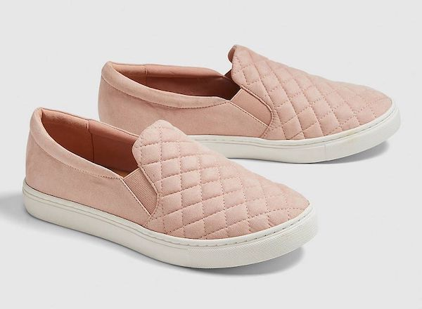 Wide-fit slip-on sneakers in quilted pink.