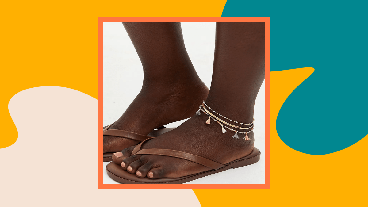 A model wearing a set of plus-size anklets.