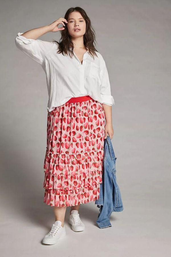 A model wearing a plus-size cottagecore skirt.