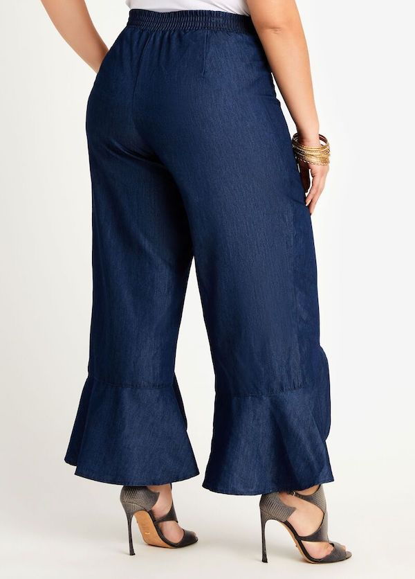 A model wearing a pair of plus-size ruffle pants.