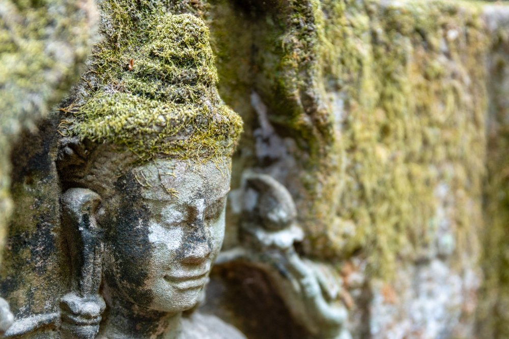 Close up photo of a carving within the walls of Angkor Wat