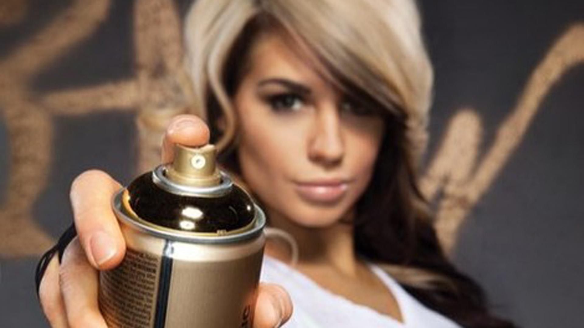 WWE Diva Kaitlyn and Montana Gold Acrylic Professional Spray Paint