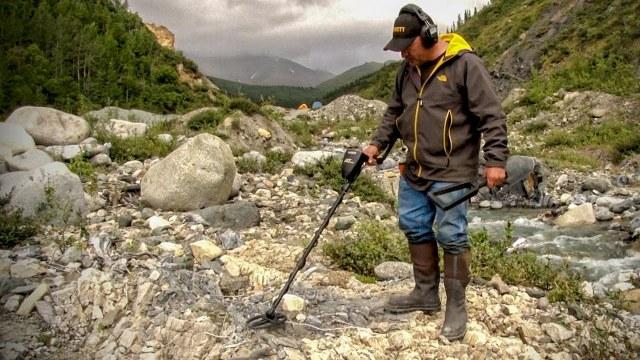 metal detector treasure hunting