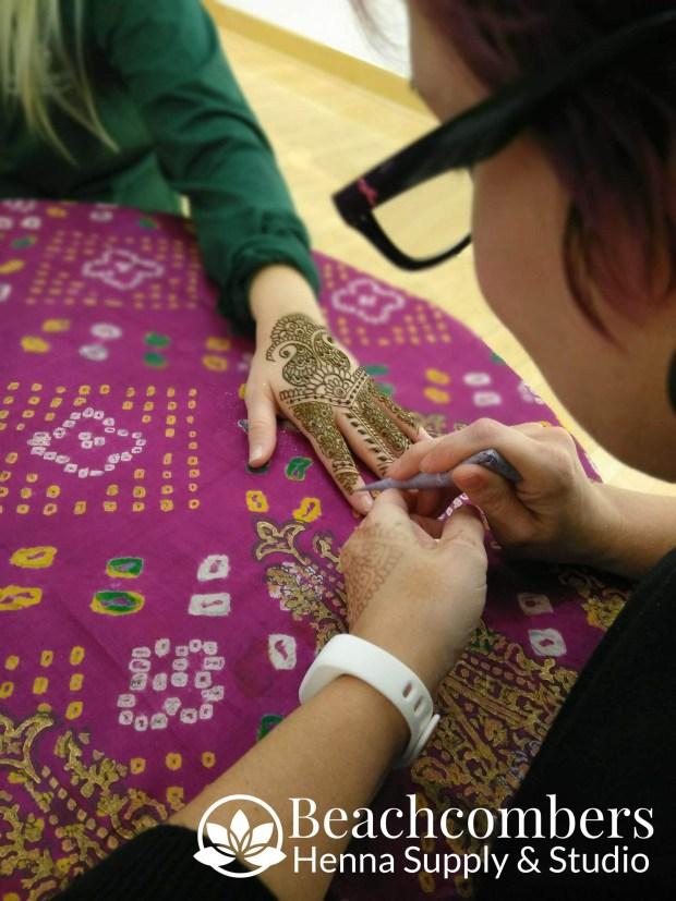 Professional henna artist in Orlando Florida.