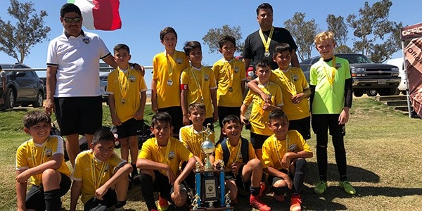 Group picture of Beach FC LB B07 Gutierrez finalists SWSC summer classic