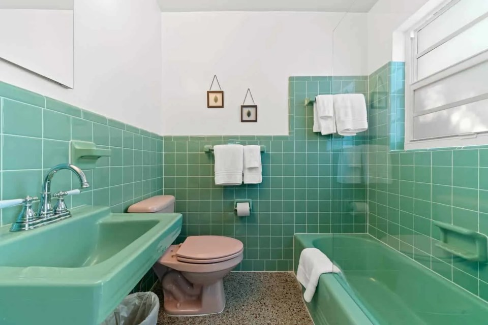 Orange Blossom Villa - Lake Worth Beach Airbnb Vacation Rental - Green retro tile bathroom