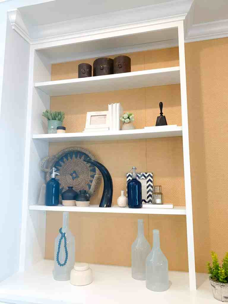 Bookshelf styling ideas in your beach house