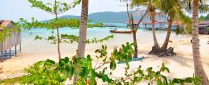 Beach view of M'Pay Bay Village on Koh Rong Samloem, Cambodia. © Beachmeter.com