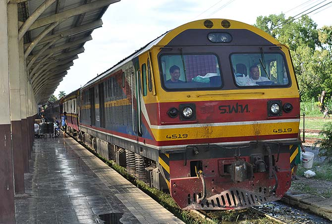 Thai train sustainable backpacking