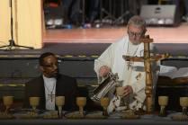 GA Moderator serving communion