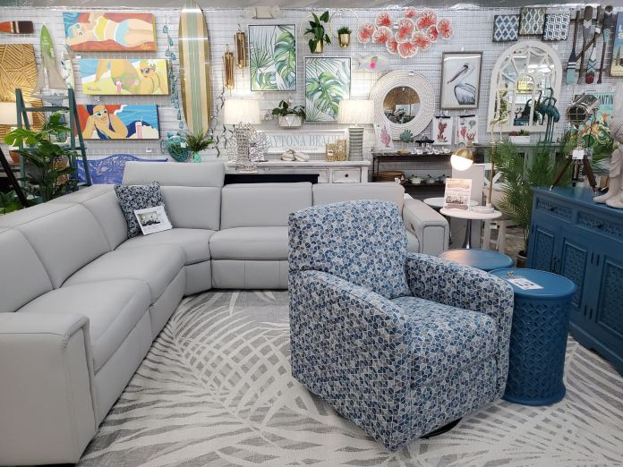 Thrifty Nikki's is now Nikki's Furniture & Decor
