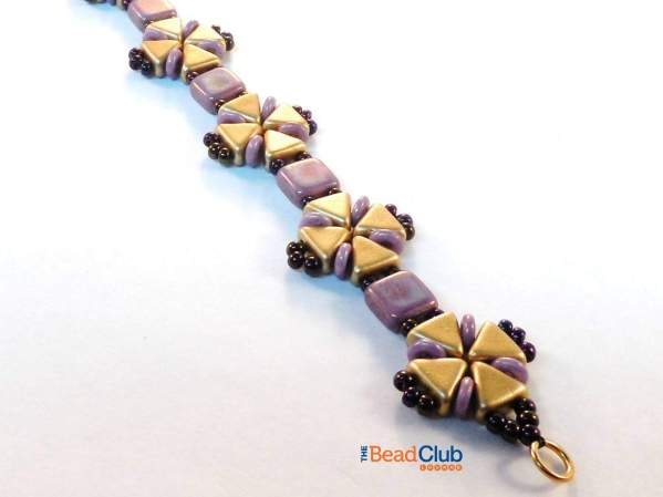 Kheops Par Puca beads, O beads, Tile beads and 11/0 seed beads all come together in perfect harmony in the Criss-Cross bracelet pattern.