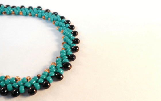 A Simple St. Petersburg Stitch Necklace Tutorial