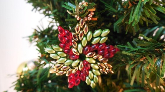 Download this SuperDuo ornament tutorial, one of the beading patterns for Christmas.