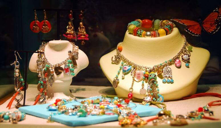 7 Amazing Displays For Jewelry Craft Shows