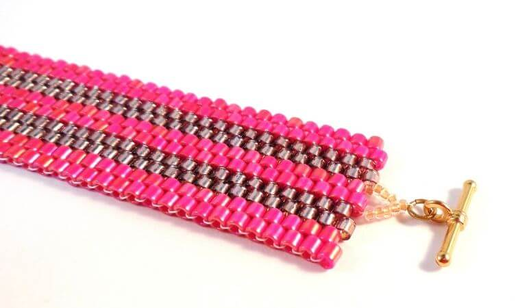 How To Peyote Stitch – A Fun Beginner Pattern