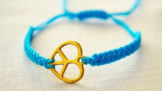 Blue macrame bracelet - various types of bracelets