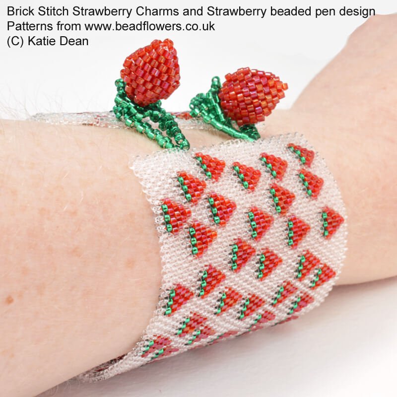 Beaded strawberry pattern: toggle clasp