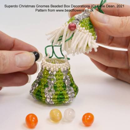 Beaded Christmas Gnomes online class. Superduo Christmas gnomes beading pattern. Beaded box Christmas decorations by Katie Dean